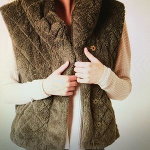 Quilted Jolt Vest from The Buckle Sz Lg- olive
